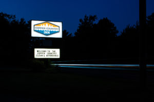 Copper Country Inn Sign